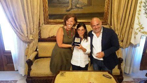 Anniversario Vlora -  Sigillo della città di Bari a Eliana Quadrato