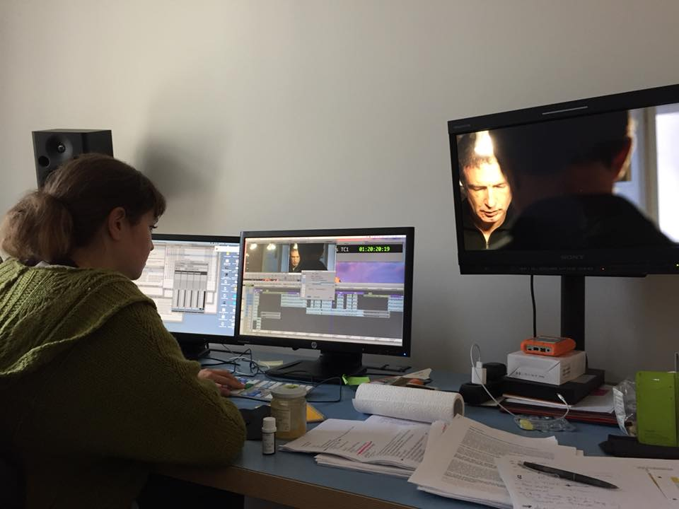 Agli Studi Televisivi Framevox Durante Il Montaggio Delle Scene Di Ostinato, Con Tedi Papavrami E Chloe Sevssel