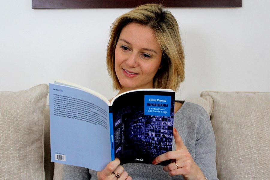 Elena Pagani Leggendo
