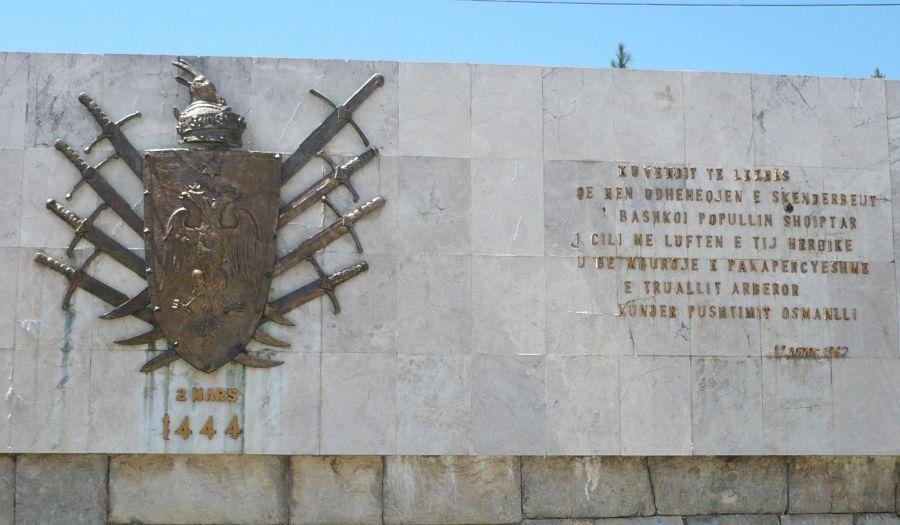 Iscrizione che commemora La Lega di Alessio